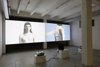 Jonas Lindstroem, I AM – I SEE, video installation, 16:11 min